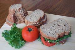 全麦面包和火腿三明治 免版税图库摄影