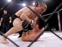 八角型圆环的运动员战斗极端体育的混合了武术竞争比赛MUTTAHIDA MAJLIS-E-AMAL MAXMIX 图库摄影
