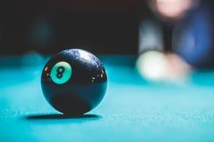 八水池球和被弄脏的人的剪影 免版税图库摄影