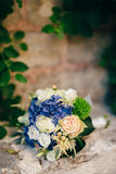 八仙花属婚姻的新娘花束, Astilba,在的Lisianthus 免版税库存照片