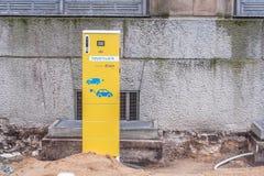公众充电的点有E的电动车 在 图库摄影