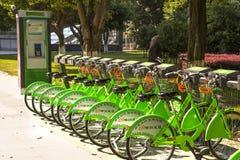 公众骑自行车租务,柳州,中国 免版税库存图片