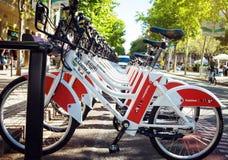 公共业务车自行车 沃达丰Bicing在巴塞罗那 免版税库存照片