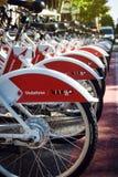 公共业务车自行车 沃达丰Bicing在巴塞罗那 库存照片