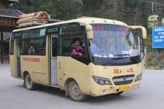 公共交通工具乘在大寨、龙胜和桂林之间的公共汽车 免版税库存图片