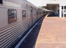 公共交通工具乘长途火车在澳大利亚 免版税图库摄影