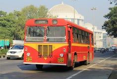公共交通工具公共汽车在孟买,印度 免版税图库摄影