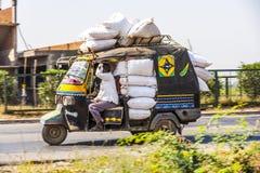 公共交通工具在印度。疯狂 库存图片