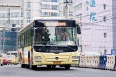 公共交通工具在重庆,中国的市中心 免版税库存照片