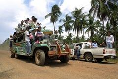 公共交通,拥挤五颜六色的jeepney 库存图片