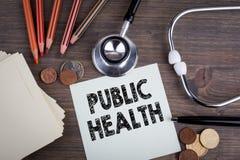 公共卫生 有stetascope的,卫生保健的背景书桌 免版税库存照片