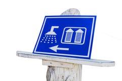 公共厕所妇女和人的WC阵雨的蓝色标志被隔绝 免版税图库摄影