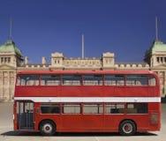 公共汽车分层装置双红色 免版税库存图片