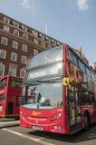 公共汽车分层装置双著名伦敦红色 库存图片