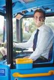 公共汽车司机画象在轮子后的 图库摄影
