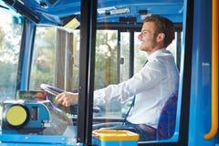 公共汽车司机画象在轮子后的 库存图片