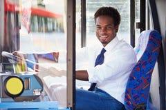公共汽车司机画象在轮子后的 库存照片