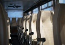 公共汽车在早晨 免版税库存图片