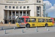 公共汽车在沙勒罗瓦,比利时 免版税库存照片