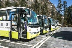 公共汽车在海螺沟 免版税库存图片