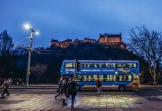 公共汽车在爱丁堡 库存照片