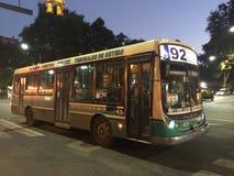 公共汽车在Buneos艾雷斯,阿根廷 免版税库存图片