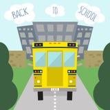 公共汽车学校 乘坐在校车的孩子 也corel凹道例证向量 免版税库存照片