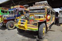 公共汽车拖拉长的mindanao菲律宾 免版税库存照片