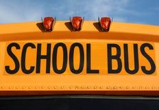 公共汽车接近的学校 免版税库存图片