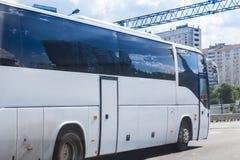 公共汽车旅游白色 免版税库存照片