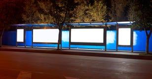 公共汽车晚上岗位 库存照片