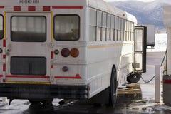 公共汽车气体抽的学校白色 免版税库存照片