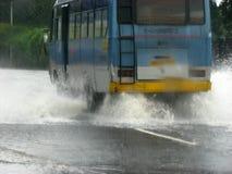 公共汽车洪水 库存图片