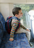 公共汽车的孩子 库存照片