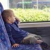 公共汽车的孩子 库存图片