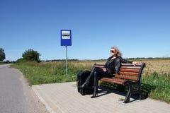 公共汽车站在乡下 图库摄影