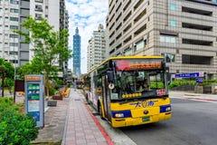 公共汽车站在台北101附近songren路 图库摄影