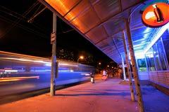 公共汽车站 库存图片