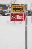 公共汽车符号滑雪 免版税库存图片