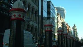 公共汽车通过在伦敦市的,早晨 股票录像