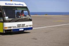 公共汽车Cobus 3000在伊拉克利翁机场N Kazantzakis,希腊 库存照片