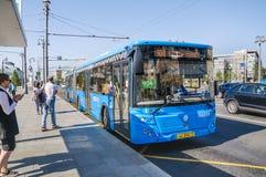 """公共汽车LiAZ-6213 65条路线â """"– 904在公共汽车站` Tverskaya Zastava广场` 库存图片"""
