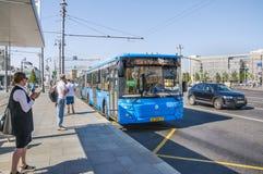 """公共汽车LiAZ-6213 65条路线â """"– 904在公共汽车站` Tverskaya Zastava广场` 免版税库存照片"""