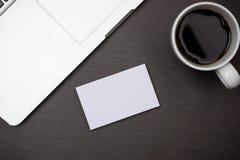 公司与名片空白的文具烙记的大模型 图库摄影