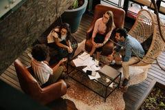 公司业务队会议在办公室 图库摄影