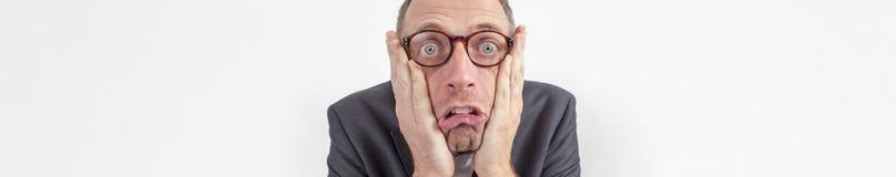 公司公告害怕的惊恐的经理表达与幽默,横幅 免版税库存图片