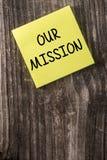 公司我们的使命黄色稠粘的笔记柱子 库存图片