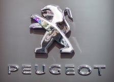 公司`标致汽车`的商标和象征 免版税库存图片