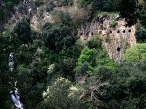 公园别墅的Gregoriana一个大洞穴 意大利tivoli 免版税库存图片