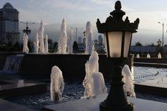 公园喷泉在晚上 图库摄影